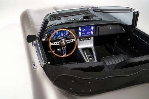 (c) Jaguar Land Rover Classic